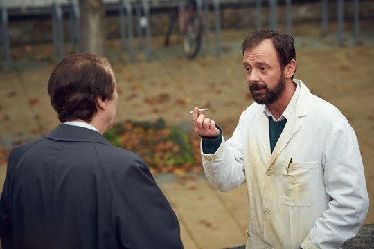 John Simm, as scientist Alec Jeffreys, meets DCS David Baker for the first time.
