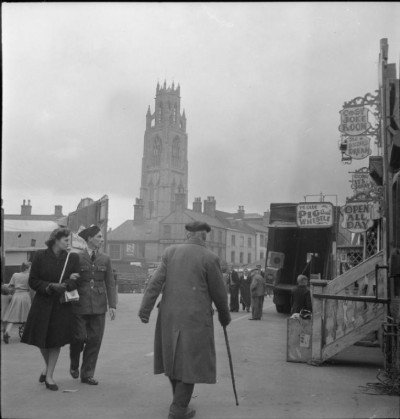 Boston_Market-_the_Country_Market_and_May_Fair,_Boston,_Lincolnshire,_England,_UK,_1945_D24670